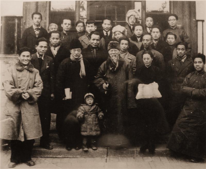 图11 部分北平艺专教师合影(1948年).jpg